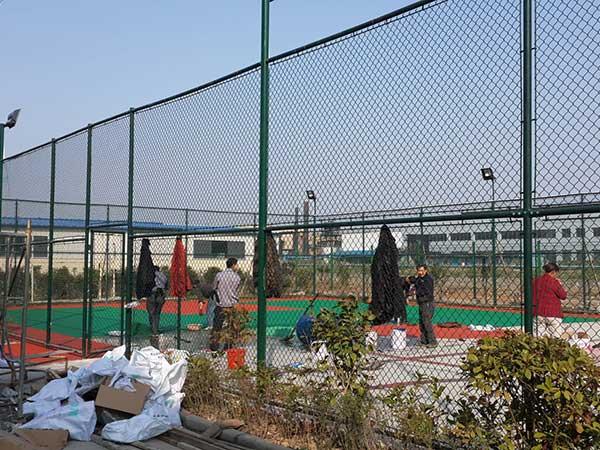 某地区篮球场围网施工案例