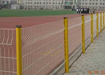 某学校操场围网施工效果案例