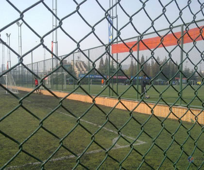 体育围栏网高度在几米情况下需要加固